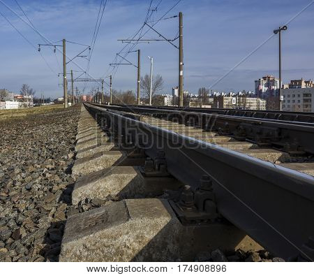 Electrified railway for trains with electric traction