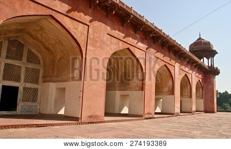 Five Red Ochre Archways In India Along The Outside Of A Building