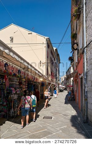 Pula, Croatia - July 20, 2018: Tourists At A Souvenir Shop In The Old Town Of Pula In Croatia