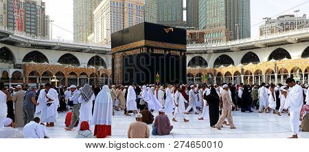 Makkah, Saudi Arabia - February 10, 2017:muslim Pilgrims From All Over The World Gathered To Perform