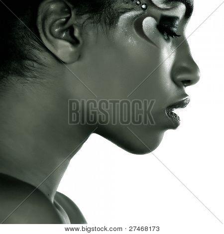 schöne Afrikanerin mit künstlerischen Make up
