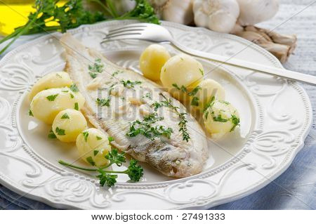 sole fish with potatoes