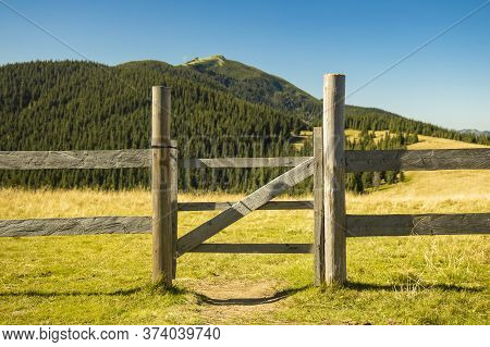 Highland Rural Scenic View Wooden Gate Palisade Paddock Fence Area With Background Mountain Landscap