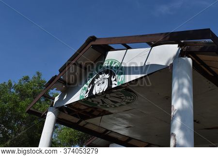 Tagay Tay Philippines August 20 2019 The Local Staalbucks Front Facade Not The Starbucks