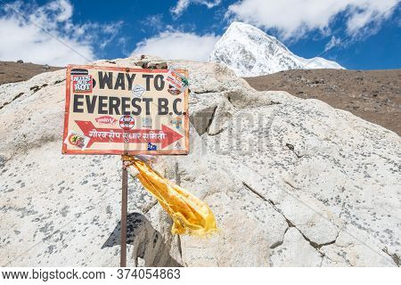 Sagarmatha National Park, Nepal : October-07-2018 : The Signpost In Gorakshep Guide The Way To Evere