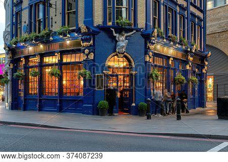 English Traditional Pub In Central London, United Kingdom