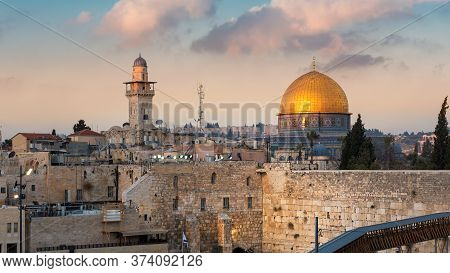 Western Wall And Golden Dome Of The Rock, Jerusalem, Israel.