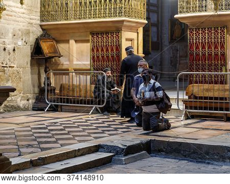 Jerusalem, Israel, June 13, 2020 : Believers Stand And Read A Prayer In The Holy Book During Group P