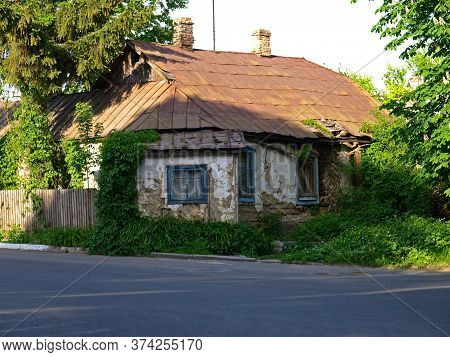 Fastov, Ukraine - May 23, 2015: Old Clay Wooden Residential House. Ancient Architecture On The Stree