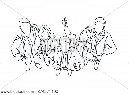 Single Line Drawing Group Of Line Up Young Businessmen And Businesswoman Standing Up Together Giving