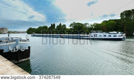 Athis Mons, France. June 28. 2020. Houseboat With Anchors On A Wharf On The River Seine.