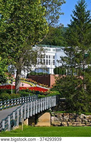 White Sulphur Springs, West Virginia / Usa - August 8, 2018: The Greenbrier Is A Luxury Resort Locat