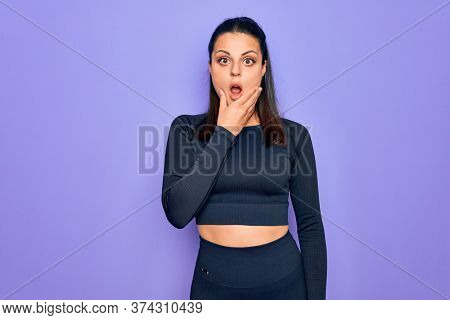 Young beautiful brunette sporty woman wearing casual sportswear over purple background Looking fascinated with disbelief, surprise and amazed expression with hands on chin