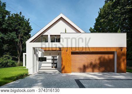 Elegant House With Garage