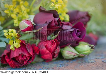 Wedding Decoration With Roses. Bouquet Of Mixed Roses