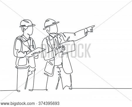 Single Continuous Line Drawing Of Young Architect And House Builder Discussing Residence Blueprint W