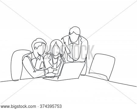 Single Continuous Line Drawing Of Young Business Man And Business Woman Discussing Project Learning