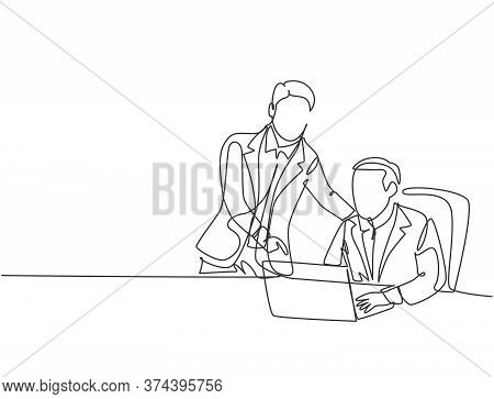 Single Continuous Line Drawing Of Young Manager Discussing Work Plan With His Subordinate While Star