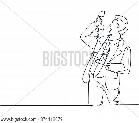 One Continuous Line Drawing Of Young Angry Businessman Shouting His Staff On Phone To Give Him A Les