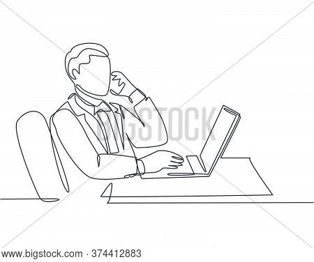 One Single Line Drawing Of Young Male Company Director Giving Short Brief Through Phone Call To His