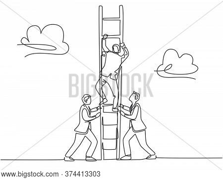 One Continuous Line Drawing Of Team Members Support Their Leader To Climb The Ladder To Reach The Sk