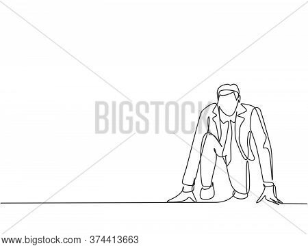 One Continuous Single Line Drawing Of Young Happy Businessman Gets Ready To Doing Sprint Run On Runn