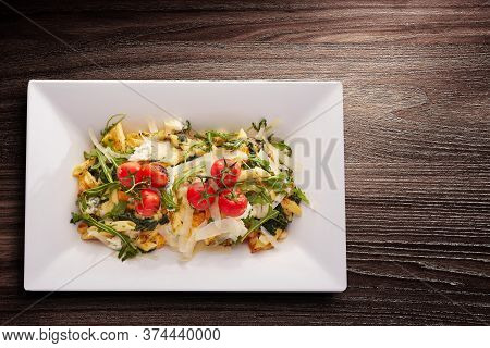 Directly Above Shot Of Spinach And Ricotta Penne Pasta With Parmesan And Heirloom Tomatoes Served In