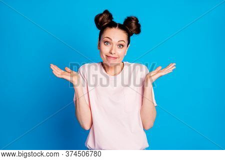 Portrait Of Her She Nice-looking Attractive Pretty Lovely Uncertain Girl Shrugging Shoulders Dont Kn