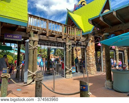 Orlando, Fl/usa - 6/18/10:  The Entrance Lines At Seaworld Aquatica After The June 2020 Reopening Wi