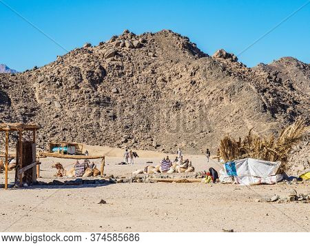 Bedouin Village In Desert, Egypt - February 2020: Village At The Foot Of Mauntain, Long View. Bedoui
