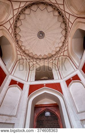 Delhi / India - September 21, 2019: Central Tomb Chamber Of Humayun's Tomb, The Mausoleum Of The Mug