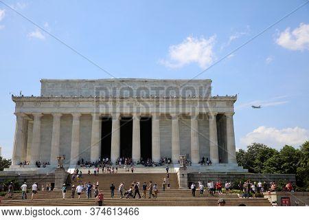 Washington Dc, Usa - May 02, 2019: Visitors At The Abraham Lincoln Memorial In Downtown Washington D