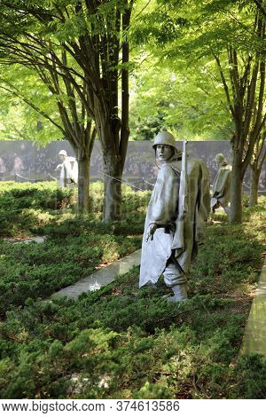 Washington Dc, Usa - May 02, 2019: Soldiers Statue In The Vietnam Veterans Memorial In Washington Dc