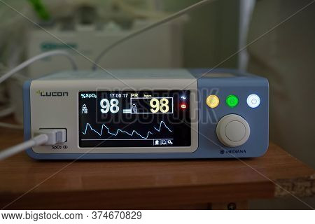 Medical Diagnostic Equipment. Pulse Oximeter, Lucon Mediana Brand. Device To Measure Heart Rate And