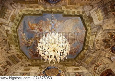 Retro Vintage Classic Antique Art Interior Decor Design For Austrian People And Foreign Travelers Tr