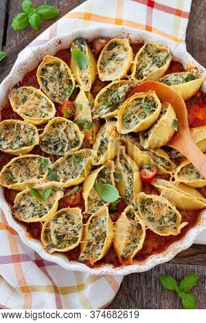 Filled Shell Pasta With Ricotta And Spinach In Tomato Sauce