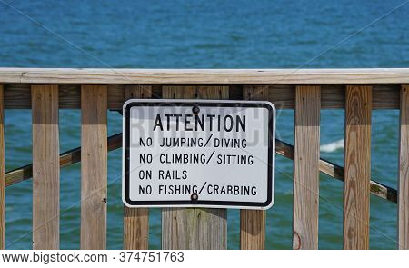 Hampton, Virginia, U.s.a - June 29, 2020 - A Warning Sign On The Pier Off Buckroe Beach That Do Not