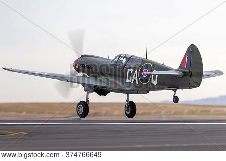 Avalon, Australia - February 28, 2015: Curtiss P-40n Kittyhawk World War Ii Fighter Aircraft Vh-zoc