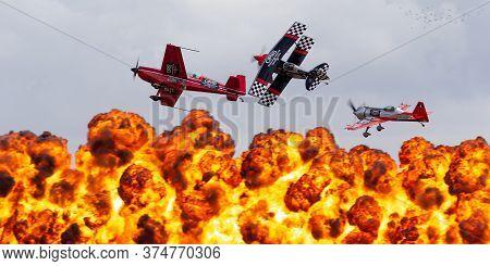 Avalon, Australia - February 26, 2015: Aerobatic Pilots Melissa Pemberton, Skip Stewart And Jurgis K