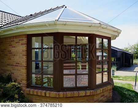 Beautiful Cozy Sunny Solarium Conservatory Sun Room Great Extention Of A House