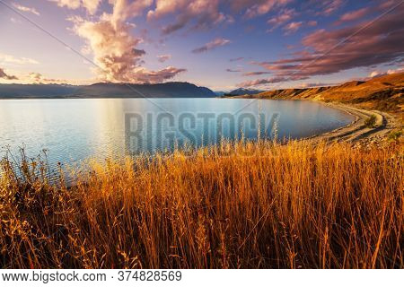 Amazing natural landscapes in New Zealand. Mountains lake at sunset.
