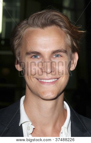 LOS ANGELES - OCT 2:  Rhys Wakefield arrives at the