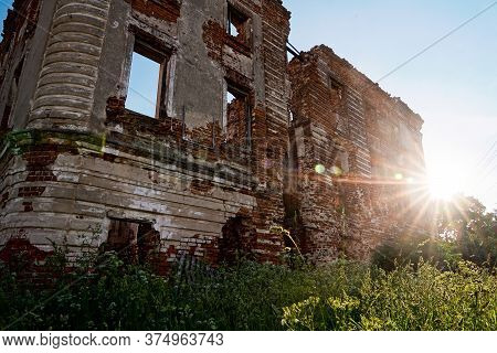 Abandoned Old House In Ruins. An Abandoned Manor In The City Of Obninsk. An Old Building From Red Ke