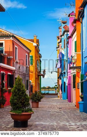 Burano is an island of colorful bright houses and the finest lace near Venice. Colorful linens are dried on the balconies. The concept of cultural, historical and photo tourism