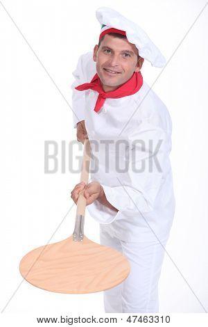 pizzaiolo holding a peel