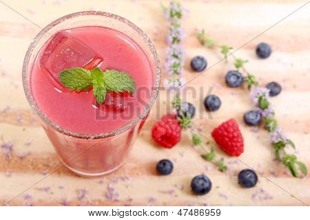 top view of raspberry and blueberry juice