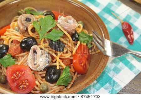 Spaghetti Alla Puttanesca With Capers