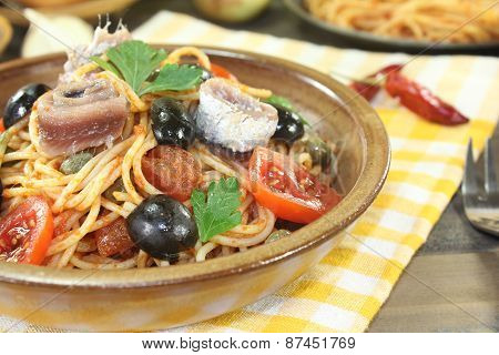 Spaghetti Alla Puttanesca With Olives And Tomatoes
