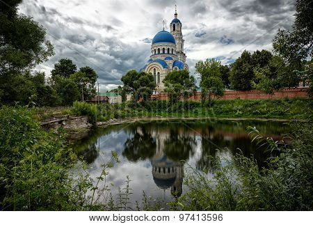 Kaluga, Sacredly Uspensky Tikhonova Pustin. Assumption Cathedral And A Belltower Are Reflected In Wa
