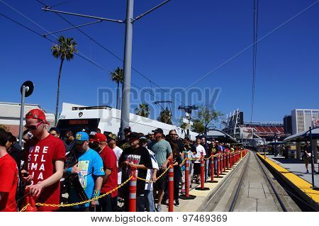 Crowd Of People De-board Vta Transit Train To Attend Wrestlemania 31